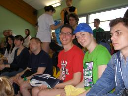 Zawodnicy UWM Olsztyn kibicujący innym drużynom